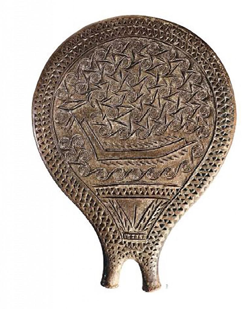 Fig. 2 Padella proveniente da Syros (Cicladi) con raffigurazione di imbarcazione a remi (III millennio a.C.).
