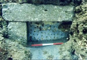 Fig. 7 Peschiera di Ventotene, grata forata in pietra a chiusura di un canale della peschiera.