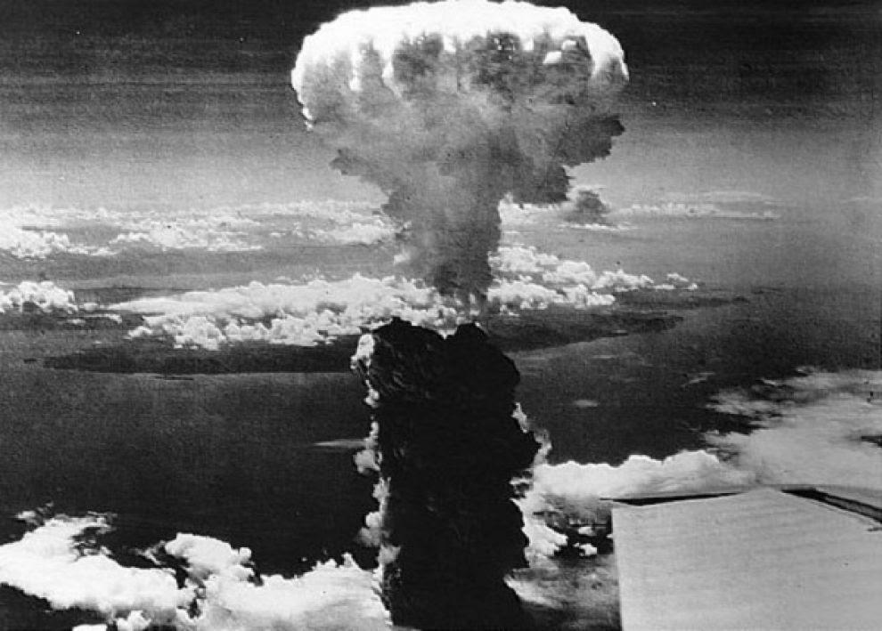 """Il """"fungo"""" atomico sopra Nagasaki"""