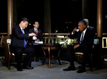 U.S. President Barack Obama and Chinese President Xi Jinping drink tea at a pavillion, at West Lake State Guest House in Hangzhou, in eastern China's Zhejiang province, September 3, 2016. REUTERS/Carolyn Kaster/Pool