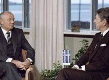 46685 11.10.1986 Генеральный секретарь ЦК КПСС Михаил Горбачев (слева) и Президент США Рональд Рейган (справа) во время встречи на высшем уровне в Рейкьявике. Юрий Абрамочкин/РИА Новости
