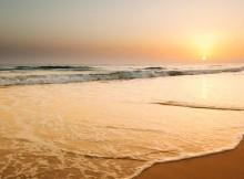2012_12_04_5e_beachgoersb.c4E