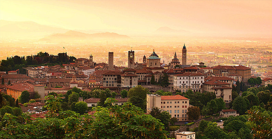 800px-sunrise_at_bergamo_old_town_lombardy_italy